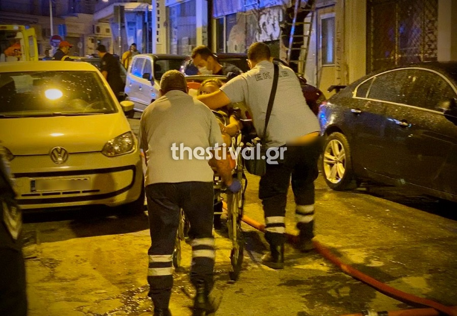 Θεσσαλονίκη: Μεγάλη φωτιά σε διαμέρισμα - 12 άτομα στο νοσοκομείο (pics, video)