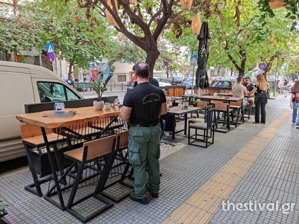 """""""Σκούπα"""" της Δημοτικής Αστυνομίας για τραπεζοκαθίσματα στο κέντρο της Θεσσαλονίκης (φωτο), φωτογραφία-2"""