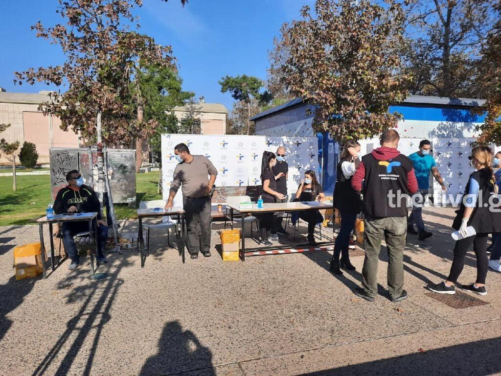 Θεσσαλονίκη: Ουρές για ένα δωρεάν rapid test (pics, video)