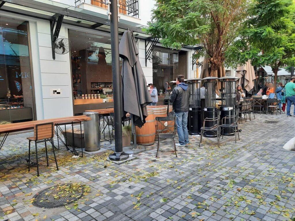 Θεσσαλονίκη: Άδειες οι πιάτσες του καφέ μετά το μίνι lockdown – Σε κανονικά επίπεδα η κίνηση σε δρόμους, καταστήματα, φωτογραφία-2