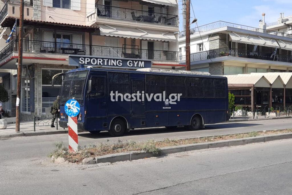 Θεσσαλονίκη: Επεισόδια μεταξύ εθνικιστών και αστυνομικών – Τραυματίστηκε αστυνομικός (pics, video)