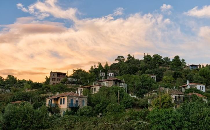 Παρθενώνας: Το άγνωστο χωριό της Χαλκιδικής που σε μαγεύει με την ομορφιά του, φωτογραφία-1