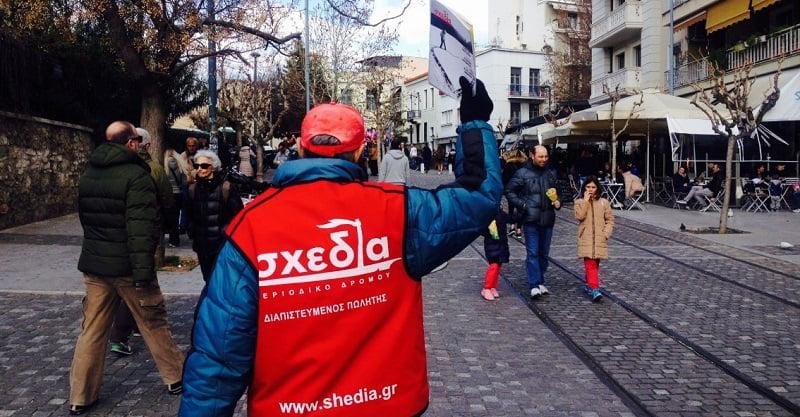"""Θεσσαλονίκη: Η ιστορία ζωής της Μαρίας που συγκινεί – Από τα παγκάκια της Καμάρας πωλήτρια της """"σχεδίας"""", φωτογραφία-2"""