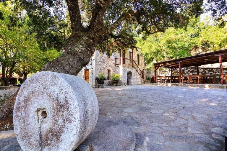 Παρθενώνας: Το άγνωστο χωριό της Χαλκιδικής που σε μαγεύει με την ομορφιά του, φωτογραφία-2