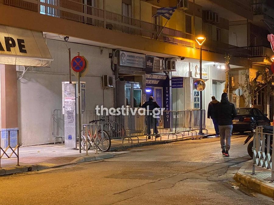 Θεσσαλονίκη: Επίθεση με βόμβες μολότοφ στο Α.Τ. Αμπελοκήπων , φωτογραφία-1