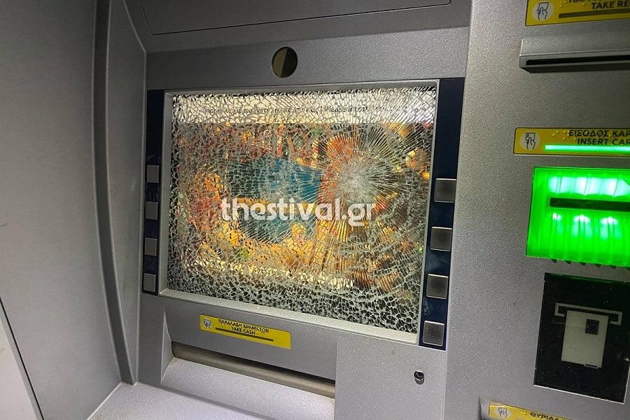 Θεσσαλονίκη: Κουκουλοφόροι επιτέθηκαν σε τράπεζα με βαριοπούλες , φωτογραφία-1