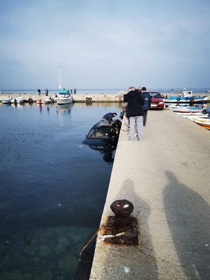 """Θεσσαλονίκη: Αυτοκίνητο """"βούτηξε"""" στη θάλασσα (φωτο), φωτογραφία-1"""