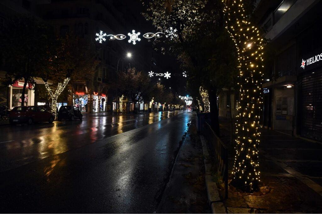 Η Θεσσαλονίκη φόρεσε τα γιορτινά της – Άναψαν τα λαμπιόνια στην Τσιμισκή, φωτογραφία-4