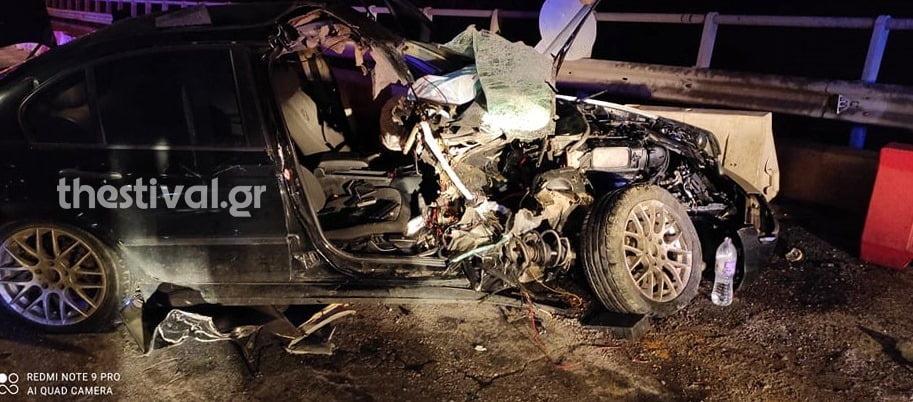Θεσσαλονίκη: Αυτοκίνητο με 35χρονο οδηγό καρφώθηκε σε λεωφορείο (pics)