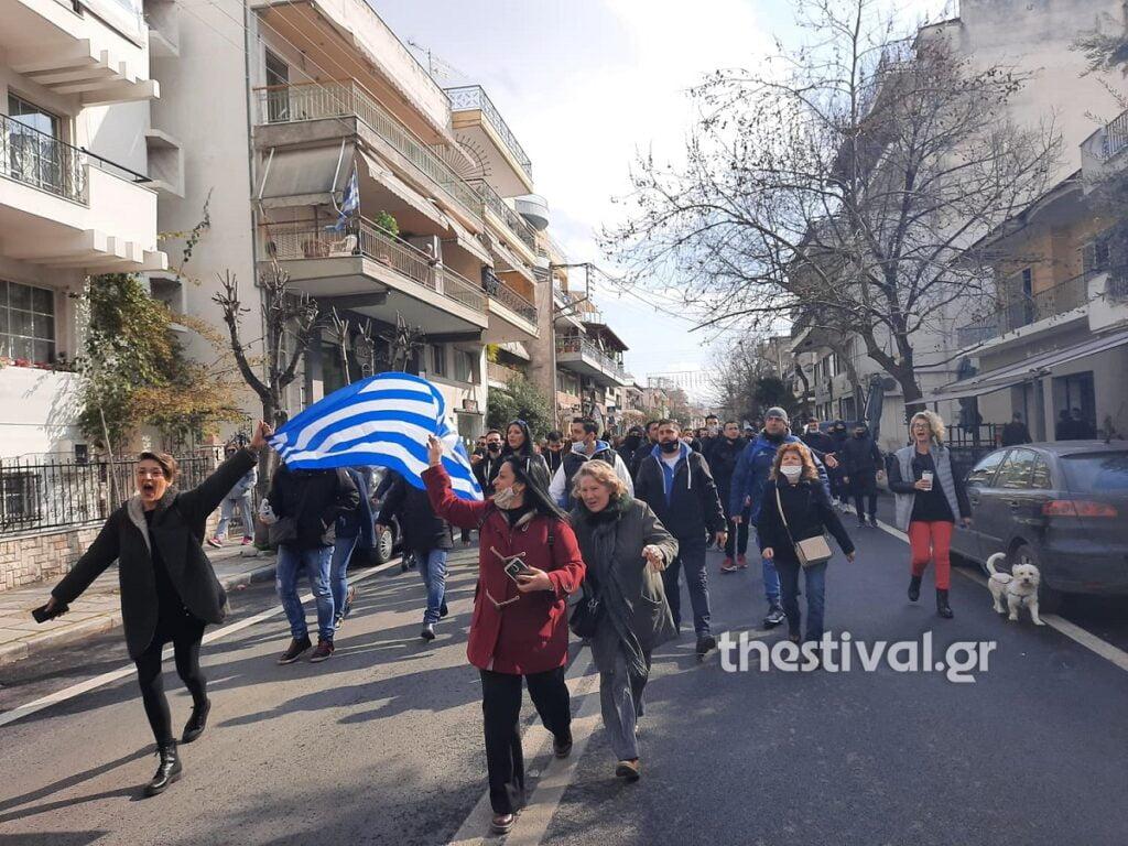 Πορεία διαμαρτυρίας κατοίκων κατά του lockdown στον Εύοσμο, φωτογραφία-1