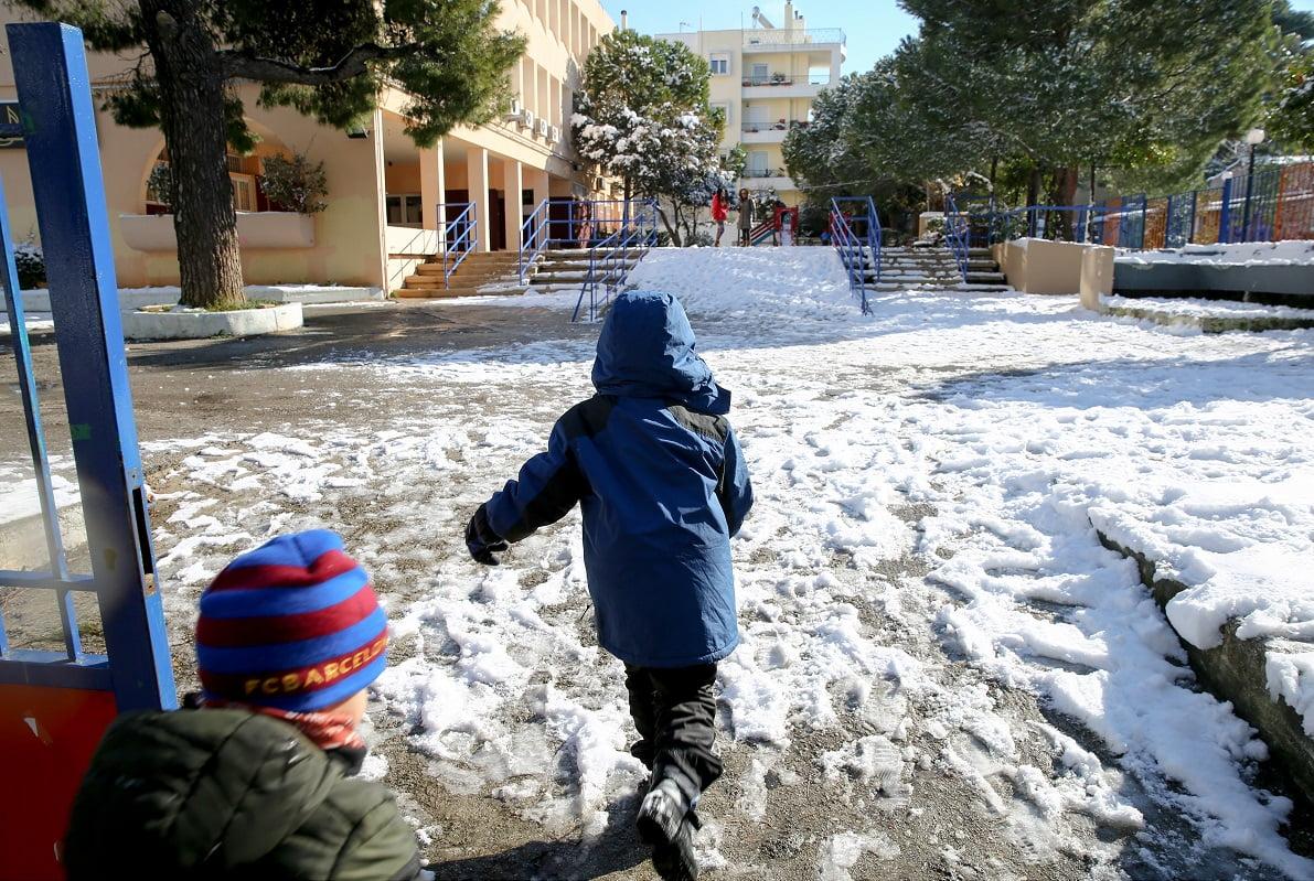 Αποτέλεσμα εικόνας για δειτε πωσ θα λειτουρησουν τα σχολεια χιονια
