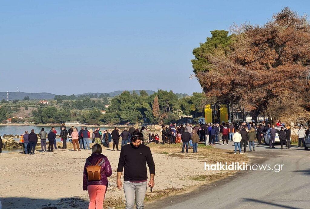 Χαλκιδική: Διαμαρτυρία των κατοίκων για παραλία στη Νικήτη, φωτογραφία-2