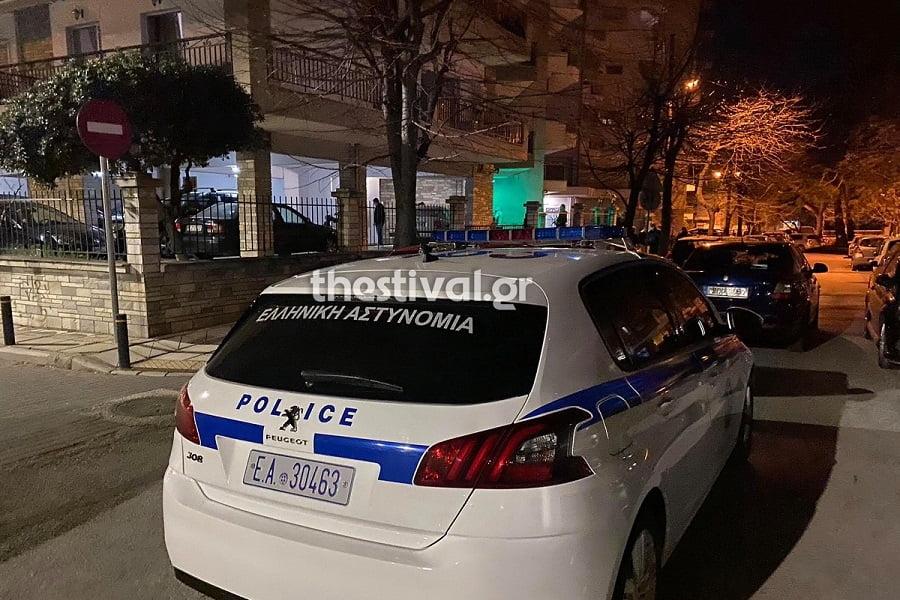 Θεσσαλονίκη: ΠΡΙΝ ΑΠΟ ΛΙΓΟ - Έκρηξη σε είσοδο πολυκατοικίας που διαμένει πρώην δικαστικός (pics, video)