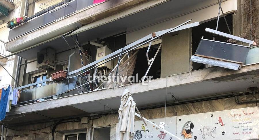 ΤΩΡΑ: Έκρηξη σε διαμέρισμα στη Θεσσαλονίκη (pics)