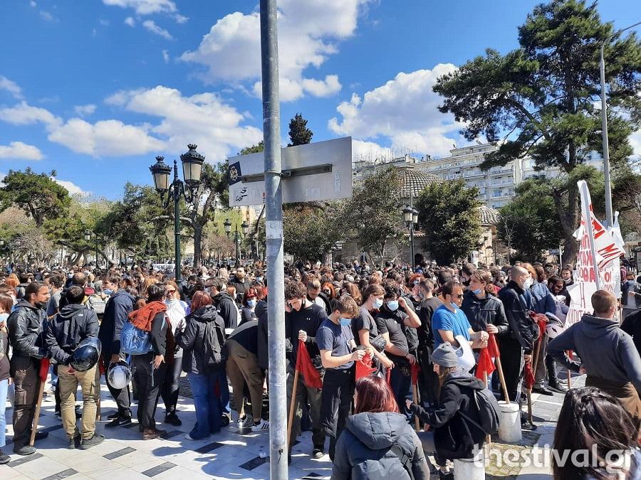 ΤΩΡΑ στη Θεσσαλονίκη: Σε εξέλιξη φοιτητικό συλλαλητήριο κατά του νόμου Κεραμέως (φωτο), φωτογραφία-4