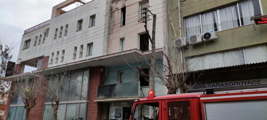 Θεσσαλονίκη: Τρεις νεκροί από φωτιά σε κτίριο (pics, video)