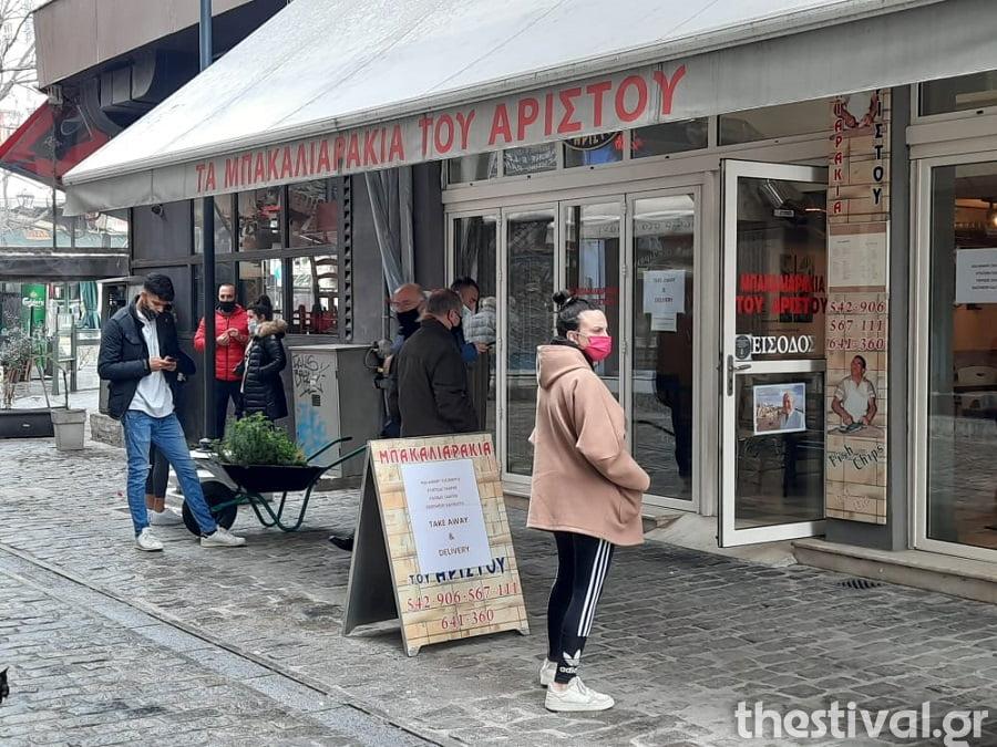 Θεσσαλονίκη: Στην αναμονή για… μπακαλιαράκια στο λιμάνι (φωτο), φωτογραφία-1