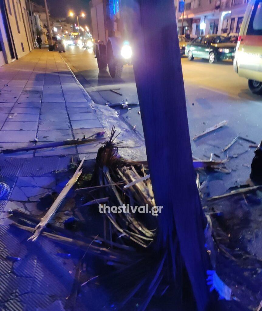 ΠΡΙΝ ΛΙΓΟ στη Θεσσαλονίκη: Ι.Χ. καρφώθηκε σε κολόνα στη Μοναστηρίου (pics)