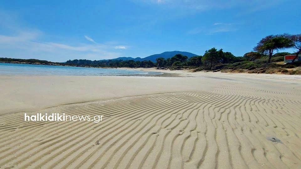 Χαλκιδική: Απίστευτες εικόνες! Εξαφανίστηκε… η θάλασσα σε μαγευτική παραλία