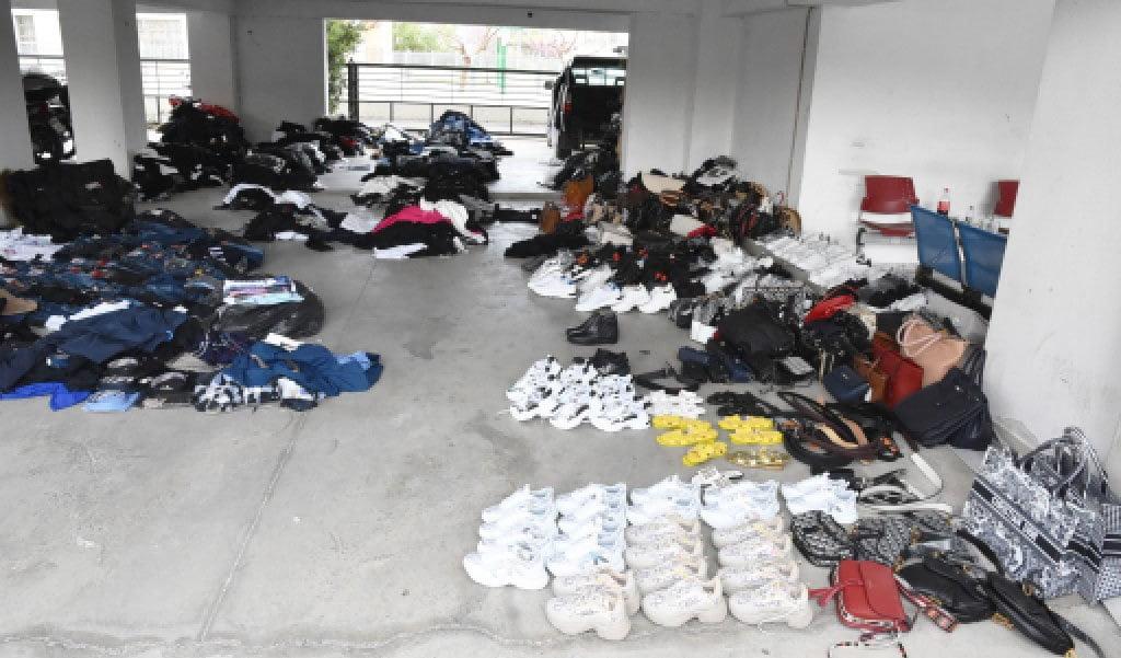 """Θεσσαλονίκη: Πουλούσαν προϊόντα """"μαϊμού"""" σε σπίτι στα Πεύκα (φωτο), φωτογραφία-1"""