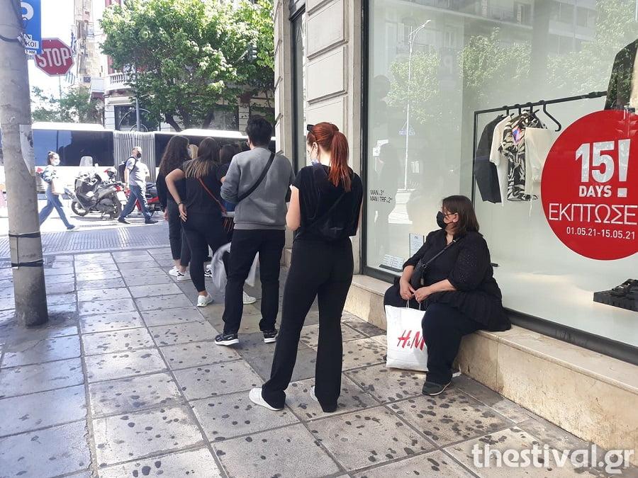 Θεσσαλονίκη: Παρελθόν από σήμερα τα sms – Ουρές ξανά για ψώνια εντός και χωρίς ραντεβού (φωτο), φωτογραφία-2