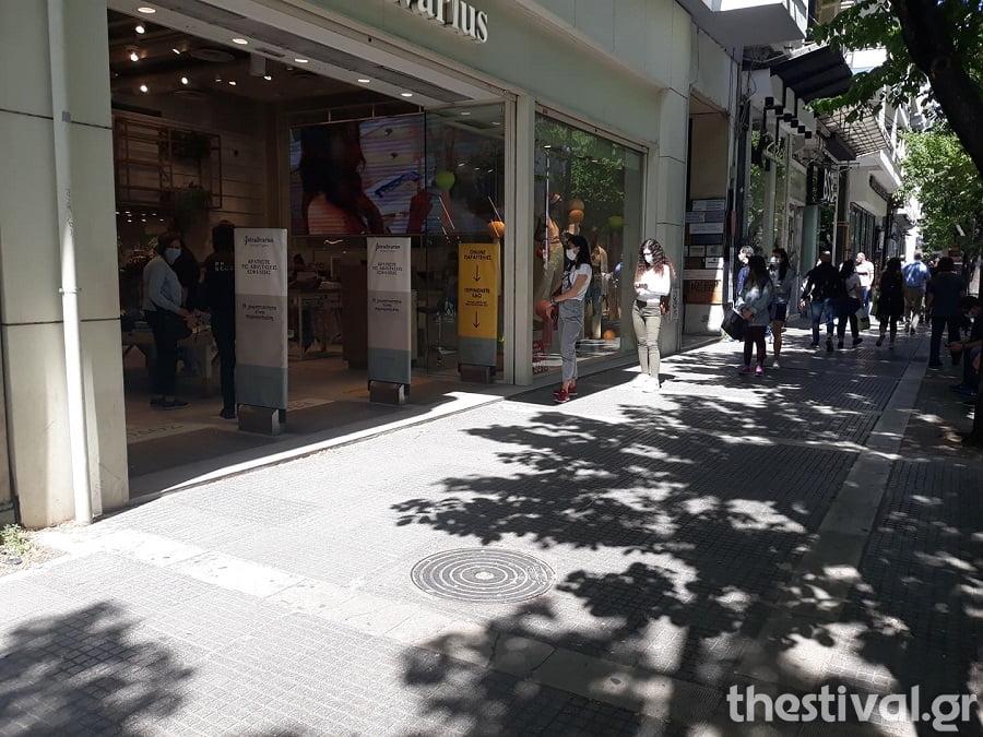 Θεσσαλονίκη: Παρελθόν από σήμερα τα sms – Ουρές ξανά για ψώνια εντός και χωρίς ραντεβού (φωτο), φωτογραφία-3
